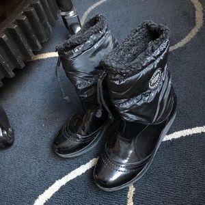 Shoes - Waterproof walking ankle boots, EUC! Size 9
